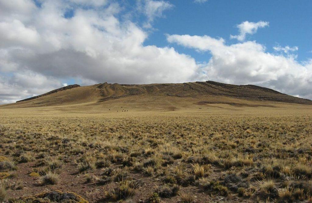 Uno de los más bellos paisajes del tren de la Patagonia: la Meseta de Somuncurá