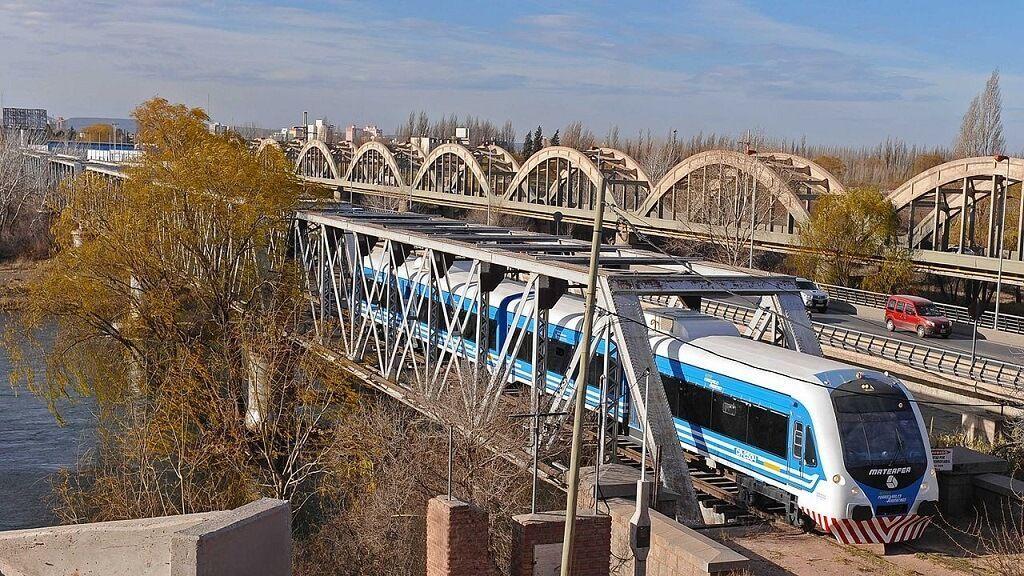 Puente sobre el Río Neuquén del Tren del Valle