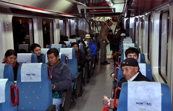 Interior del tren que conecta Salta con Gral Guemes