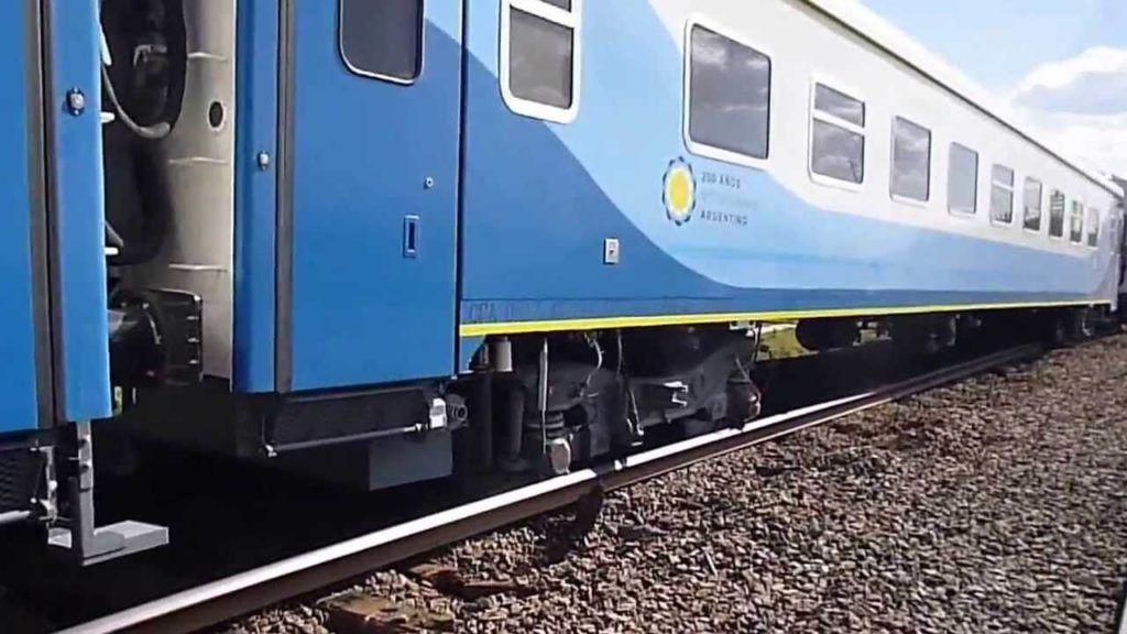 Modernas formaciones del tren que viaja semanalmente a Mercedes, Suipacha y Chivilcoy